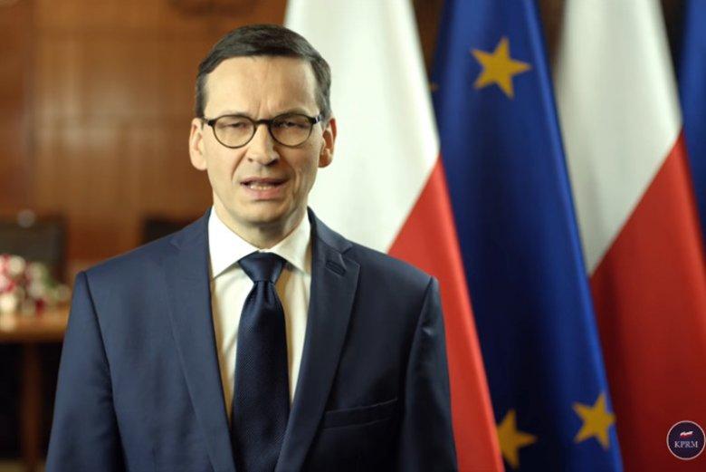 Mateusz Morawiecki podkreślał, że nie było polskich obozów zagłady. Z angielskiego tłumaczenia orędzia na YouTube wynikało coś odwrotnego.