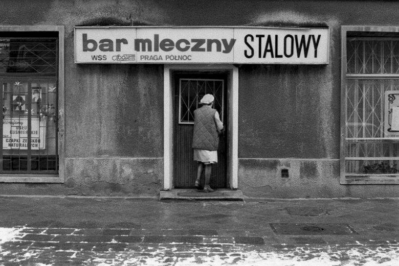 Archiwalne zdjęcie baru mlecznego Stalowy na warszawskiej Pradze – 1989 r.