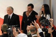 Na zdjęciu Jarosław Kaczyński, mec. Marcin Dubieniecki oraz Marta Kaczyńska 20 czerwca 2010 r. podczas ogłaszania wyników wyborów prezydenckich.