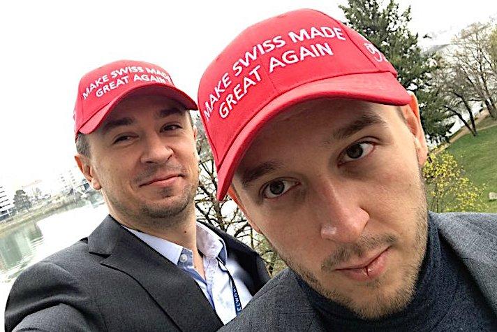 Tomasz Kiełtyka (po lewej) i Łukasz Doskocz nie noszą czapeczek MAGA