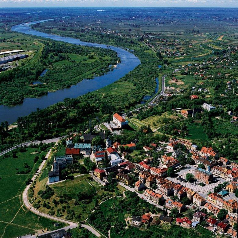 Sandomierz to także atrakcja województwa świętokrzyskiego. Rzadko kiedy spotyka się miasto z takim zagęszczeniem zabytków na niewielkiej przestrzeni. Naszym zdaniem nie można pominąć obejrzenia zwłaszcza wnętrza Katedry.