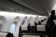 Okna w samolocie zawsze muszą być odsłonięte w przypadku startu i lądowania samolotu.
