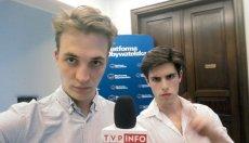 Lucjan Ołtarzewski (po prawej) i Filip Styczyński (po lewej) -  reporterzy TVP Info.