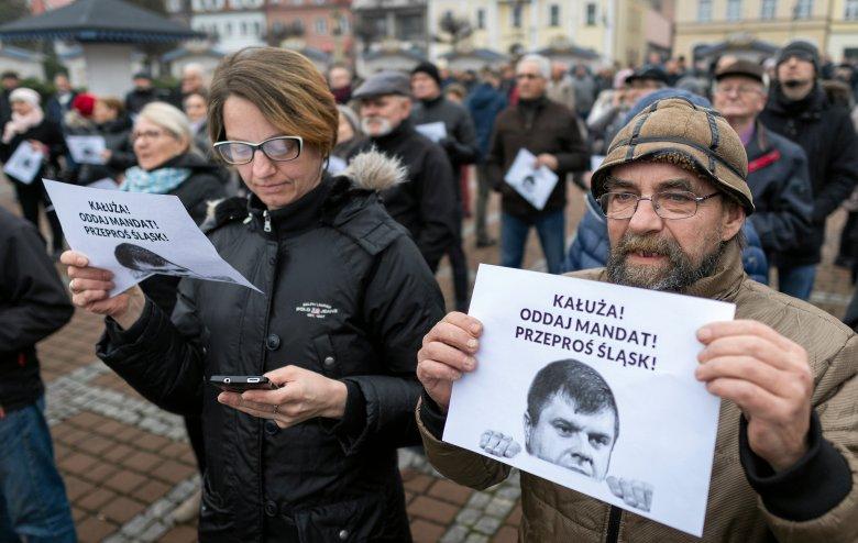 Żory listopad 2018. Demonstracja przeciwko Wojciechowi Kałuży  i jego przejściu do PiS.