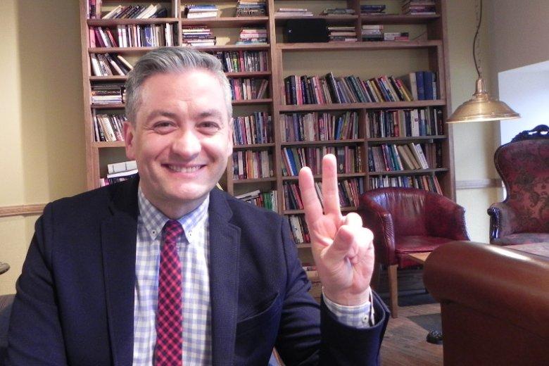 """""""PiS będzie rządził jeszcze tylko dwa lata"""". Robert Biedroń mówi nam o tym, skąd to wie i o Polsce marzeń."""