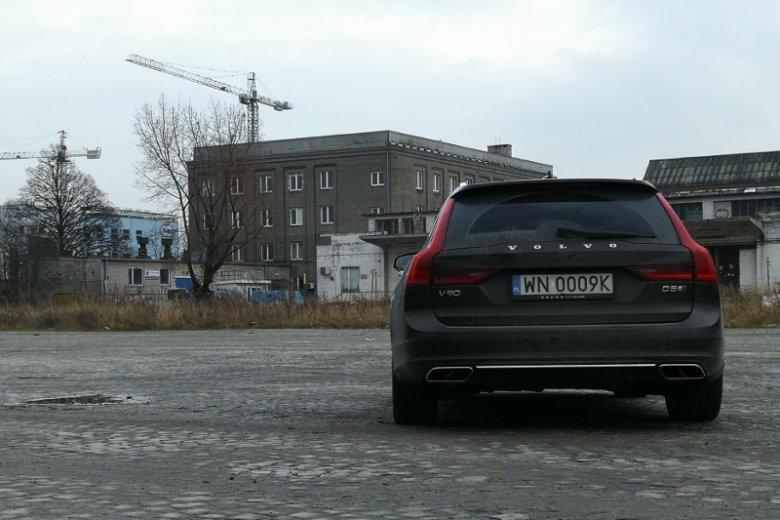 Mi osobiście tył Volvo V90 podoba się bardziej niż sedana sygnowanego S90.
