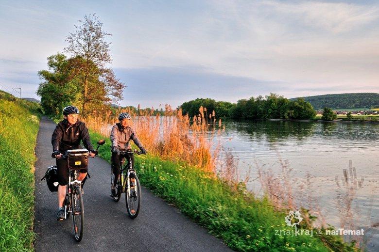 Droga rowerowa nad rzeką Men we Frankonii