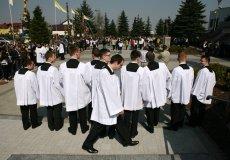 Kościół przeżywa kryzys, w Polsce jest coraz mniej święceń.