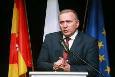 Grzegorz Schetyna wreszcie zajął jasne stanowisko względem uchodźców. Razem z samorządami chce przyjąć kilkadziesiąt matek z dziećmi.
