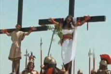 Na Filipinach publiczne krzyżowanie ochotników stało się wielkanocną tradycją