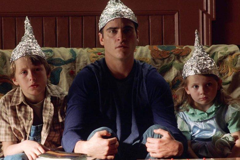 Przeciwnicy sieci 5G boją się m. in. kontroli umysłów