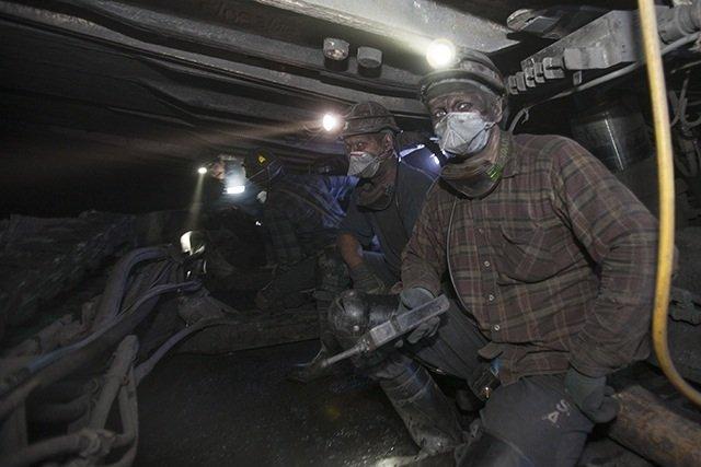Górnicy na przodku kopalni Murcki Staszic. Tu jest najcięższa robota, w duchocie, pyle i wilgoci