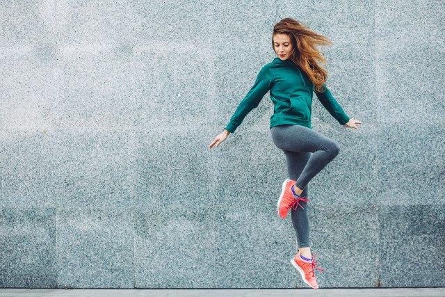 Kapsułki Ariel idealnie radzą sobie z nowoczesnymi, sportowymi tkaninami.