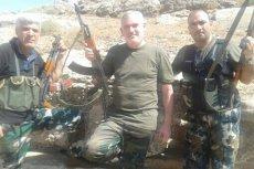 Abdel el-Zabayar (w środku) relacjonuje swoją wojenną wyprawę na Twitterze