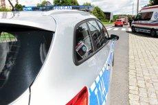 28-letni obywatel Indii podejrzany o zabójstwo dwóch osób i zranienie jednej osoby nożem został aresztowany w gospodarstwie agroturystycznym pod Olsztynkiem.