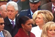 Pewne rzeczy nigdy się nie zmienią? Bill Clinton przyłapany na obserwowaniu Ivanki Trump.