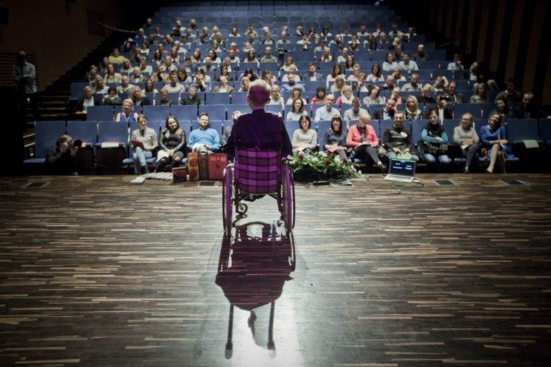 Łukasz Krasoń podczas wykładu motywacyjnego.