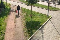 Kliniczny przykład alternatywnej ścieżki wytyczonej przy chodniku połączonym pod kątem prostym