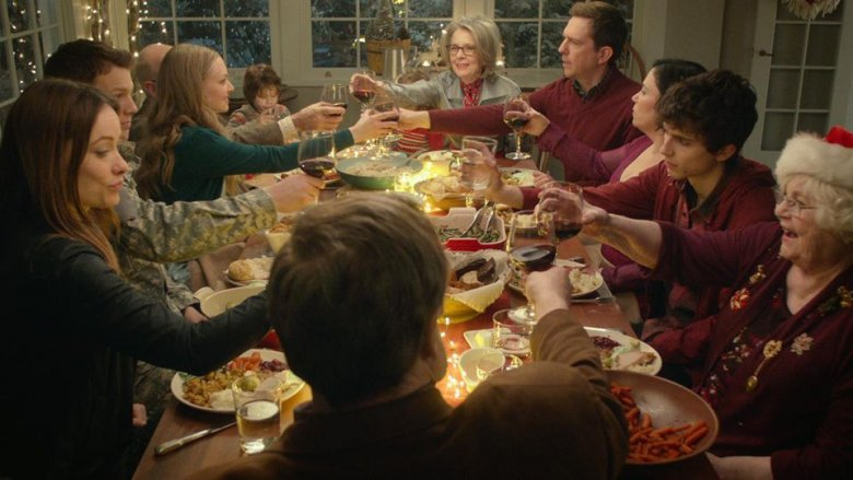 Cztery pokolenia rodziny Cooperów zjeżdżają się, by jak co roku świętować Boże Narodzenie.