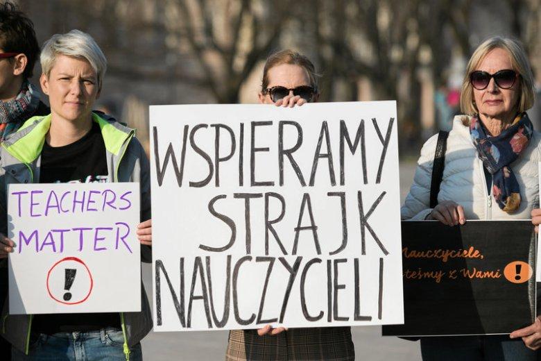 Poparcie dla strajkujących nauczycieli spada.