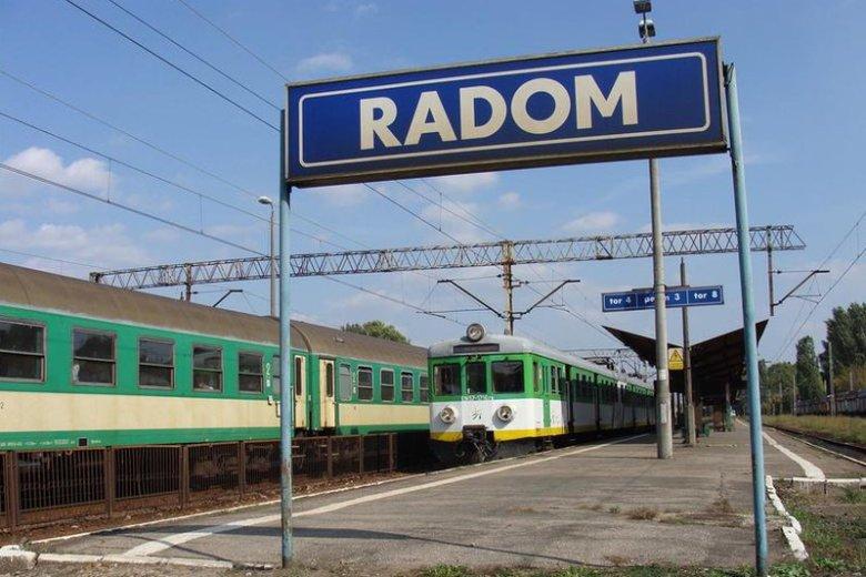 """Radomianom zamiast """"stoczni im Antoniego Macierewicza"""", bardziej przydałaby się modernizacja linii kolejowej do Warszawy"""