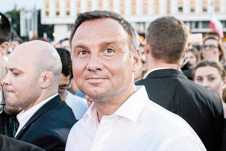 Politycy koalicji rządzącej coraz bardziej ostentacyjnie straszą prezydenta Andrzeja Dudę, że nie będzie miał ich poparcia w walce o reelekcję.