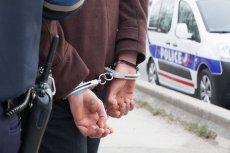 Mężczyzna został zatrzymany przez policję. Trwa wyjaśnianie incydentu.