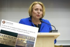 Wanda Nowicka pokazała tabliczkę, jaką umieszczono na jej miejscu w Sejmie.