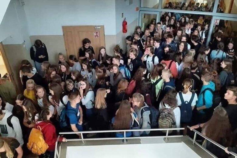 Tak wyglądają przerwy w wielu polskich szkołach.