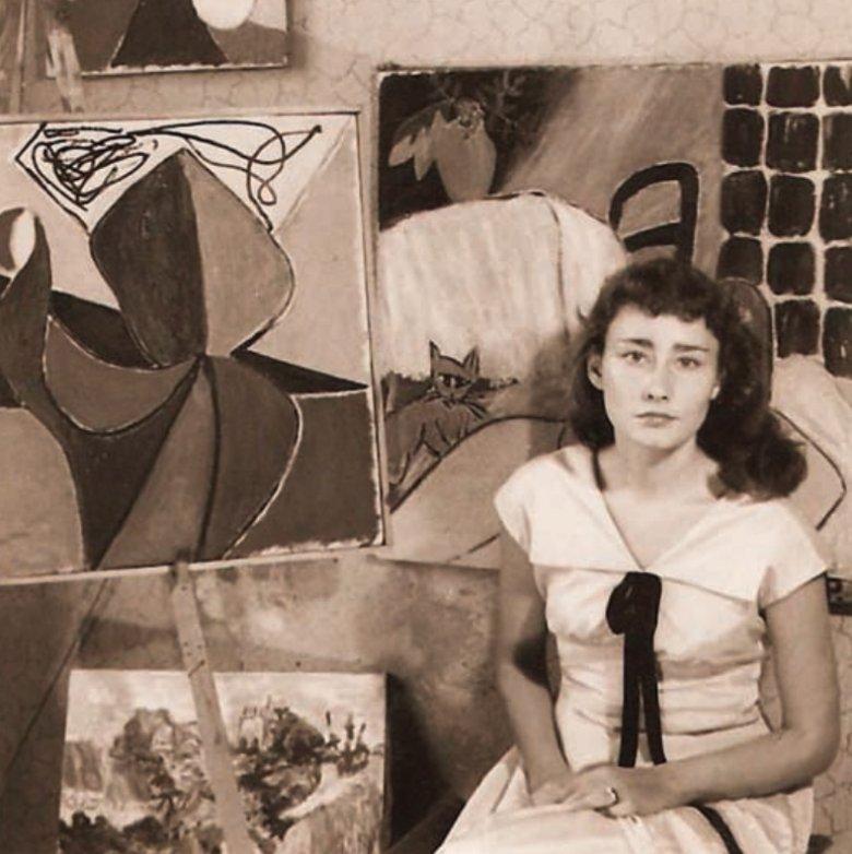 Poświatowska na tle obrazów męża, Adolfa. Częstochowa 1958