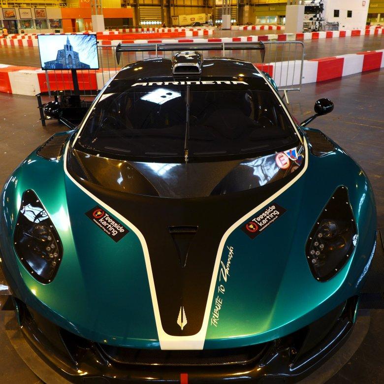 Arrinera Hussarya GT na stoisku brytyjskiego teamu TMS.