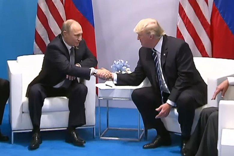 Prezydent USA Donald Trump był niezwykle serdeczny dla prezydenta Rosji Władimira Putina.