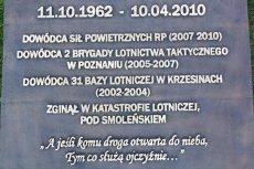 Tablica upamiętniająca gen. Błasika.