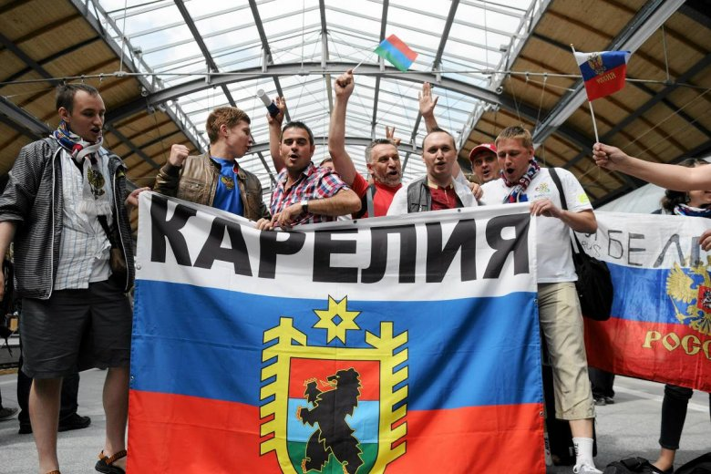 Rosyjscy kibice na Dworcu Głównym we Wrocławiu przed meczem Rosja – Czechy.
