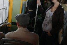 W krakowskim tramwaju nikt nie ustąpił miejsca kobiecie w zaawansowanej ciąży. Pomogła dopiero interwencja motorniczej (zdjęcie poglądowe)