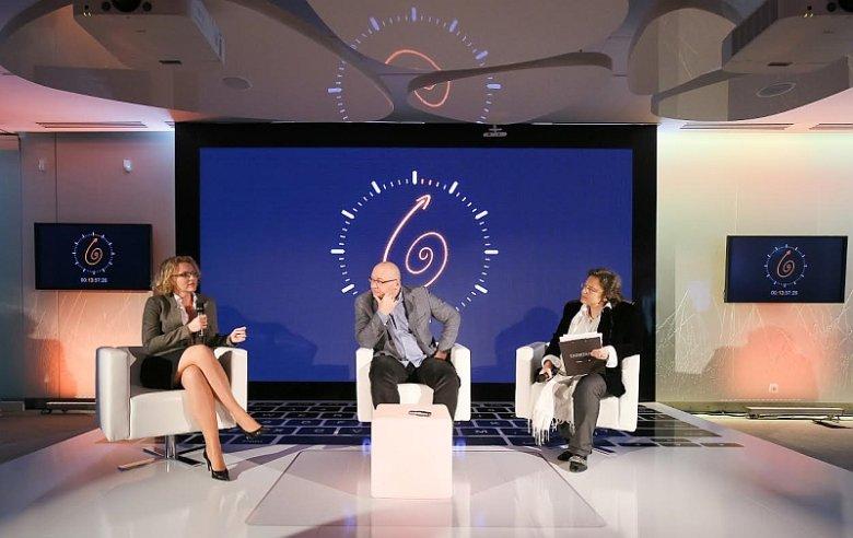 Dr Joanna Kulesza z Instytutu Kościuszki i dr Krzysztof Liedel z Collegium Civitas w czasie debaty eksperckiej zorganizowanej w Miasteczku Orange