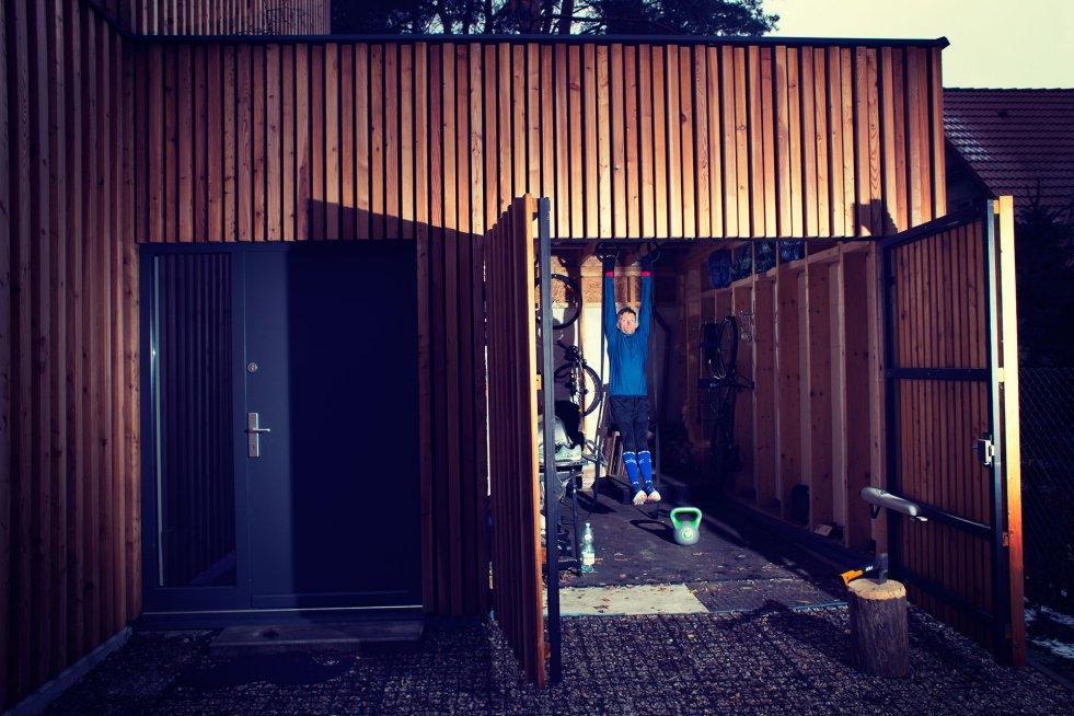 Mój garaż. Niewielkim kosztem mam gdzie ćwiczyć, gdy nie mam czasu jechać do boxa.