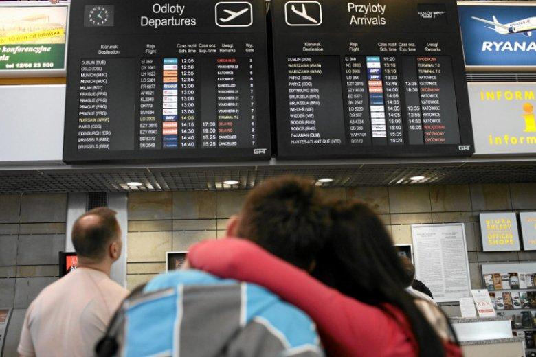 """Emigracja - pierwszy """"efekt Dudy"""". Zawiedzione lemingi pakują walizki do Londynu"""
