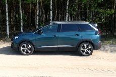 Peugeot 5008 to naprawdę duży samochód. Docenią go przede wszystkim duże rodziny.