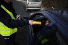 Policjanci obudzili śpiącego w samochodzie mężczyznę, okazał się nim pijany prokurator z Krasnegostawu.