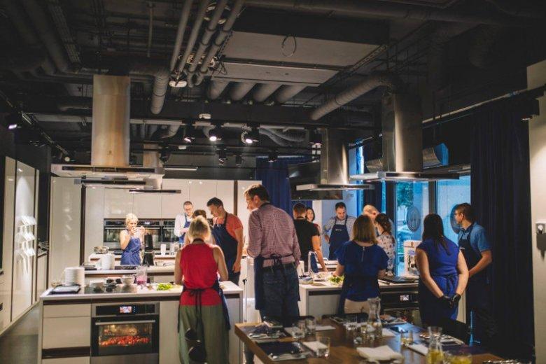 W szkole Electrolux Taste Center odbyły się warsztaty kulinarne ''Jesienna odporność na talerzu''. Podczas spotkania przygotowano pożywne dania za pomocą nowoczesnego blendera Electrolux Explore 7