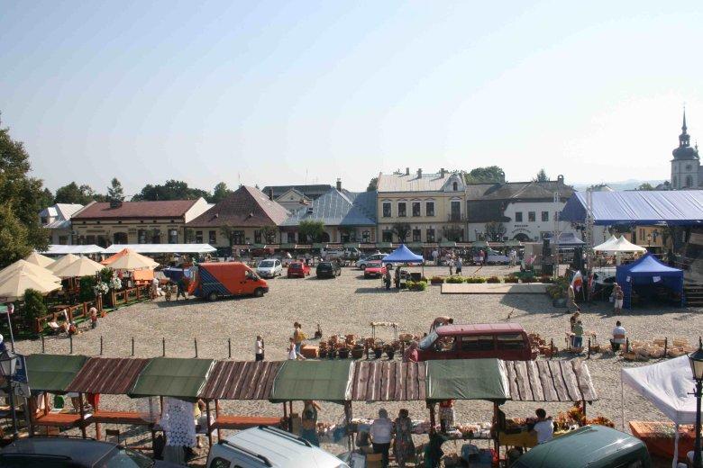 Na rynku w Starym Sączu nie ma ratusza. W XVIII wieku budynek spłonął i nigdy go nie odbudowano.