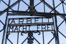 """Znowu skradziono napis """"Arbeit macht frei"""", tym razem z obozu koncentracyjnego w Dachau"""