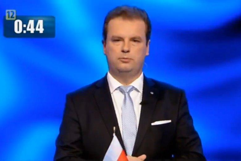 Jacek Wilk na debatę przyszedł z własną flagą. Wcześniej rozegrała się o nią mała wojna z pracownikami TVP.