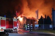 Pożar w hali zakładu produkującego meble w Turku.
