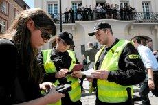 Podsłuchując policję w dniu wyborów można było usłyszeć nawet dane osobowe obywateli zgłaszających nieprawidłowości wyborcze.