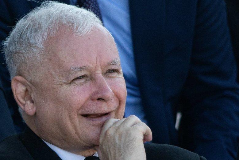 Jarosław Kaczyński na ostatniej prostej przed wyborami ma powody do zadowolenia.