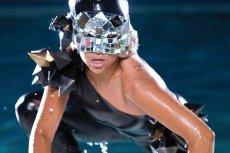 """Singiel """"Poker face"""" promujący pierwszą płytę Lady Gagi """"The Fame"""" otworzył jej drogę do światowej kariery."""