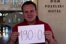 """Poseł PiS Dominik Tarczyński kpi pod adresem PO: """"Zatkało kakao?""""."""