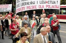 Środowisko PiS w poniedziałek zapowiedziało na niedzielę wielką demonstrację poparcia dla władzy. Już w środę poinformowano jednak, że ta impreza została odwołana.